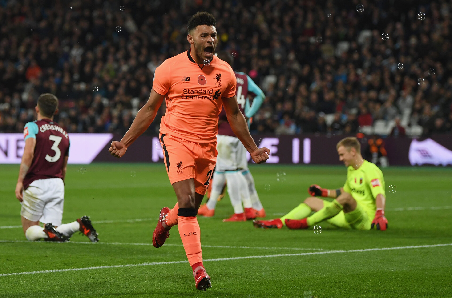 LONDON, ENGLAND - NOVEMBER 04:  Alex Oxlade-Chamberlain of Liverpool celebrates scoring his sides third goal during the Premier League match between West Ham United and Liverpool at London Stadium on November 4, 2017 in London, England.  (Photo by Shaun Botterill/Getty Images)