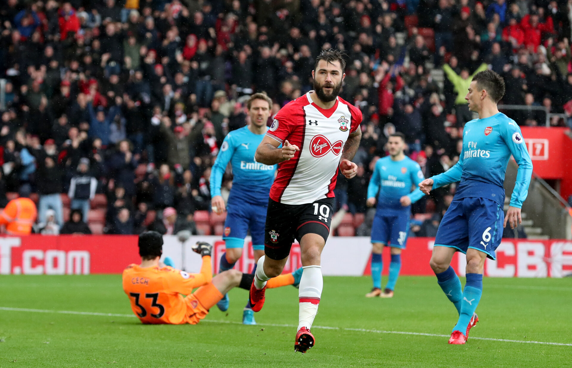 SOUTHAMPTON, ENGLAND - DECEMBER 10: Southampton's Charlie Austin celebrates opening the scoring during the Premier League match between Southampton and Arsenal at St Mary's Stadium on December 10, 2017 in Southampton, England. (Photo by Matt Watson/Southampton FC via Getty Images)