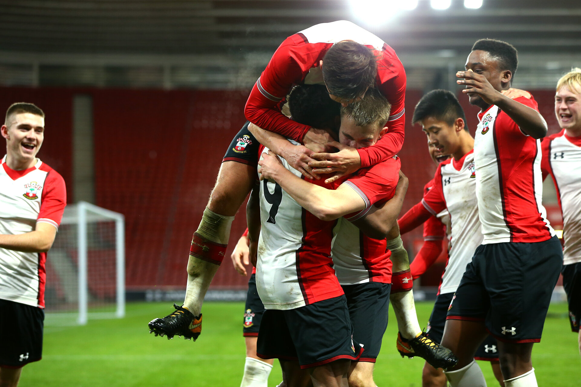 SOUTHAMPTON, ENGLAND - DECEMBER 14: Michael Obafemi scores (middle) during the match between Southampton FC vs Wolverhampton Wanders for the FA U18's Youth Cup on December 14, 2017 in Southampton, England. (Photo by James Bridle - Southampton FC/Southampton FC via Getty Images)