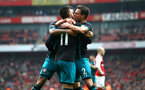 LONDON, ENGLAND - APRIL 08: Southampton FC celebrate after Charlie Austin scores from an assit by Cedric during the Premier League match between Arsenal and Southampton at Emirates Stadium on April 8, 2018 in London, England. (Photo by James Bridle - Southampton FC/Southampton FC via Getty Images)
