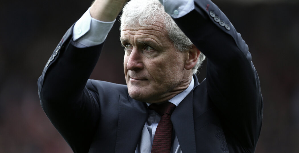 SOUTHAMPTON, ENGLAND - APRIL 28: Mark Hughes of Southampton FC claps the fans as the final whistle is blown during the Premier League match between Southampton and AFC Bournemouth at St Mary's Stadium on April 28, 2018 in Southampton, England. (Photo by James Bridle - Southampton FC/Southampton FC via Getty Images)