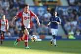 Everton strike late as Saints held