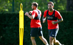 SOUTHAMPTON, ENGLAND - NOVEMBER 21: Danny Ings (right) during a first team training session at Staplewood training ground on November 21, 2017 in Southampton, England. (Photo by James Bridle - Southampton FC/Southampton FC via Getty Images)