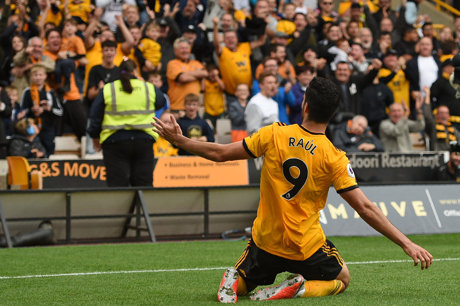 Wolverhampton Wanderers' Mexican striker Raul Jimenez celebrates after scoring the opening goal of the English Premier League football match between Wolverhampton Wanderers and Burnley at the Molineux stadium in Wolverhampton, central England on September 16, 2018. (Photo by Oli SCARFF / AFP) / RESTRICTED TO EDITORIAL USE. No use with unauthorized audio, video, data, fixture lists, club/league logos or 'live' services. Online in-match use limited to 120 images. An additional 40 images may be used in extra time. No video emulation. Social media in-match use limited to 120 images. An additional 40 images may be used in extra time. No use in betting publications, games or single club/league/player publications. /         (Photo credit should read OLI SCARFF/AFP/Getty Images)