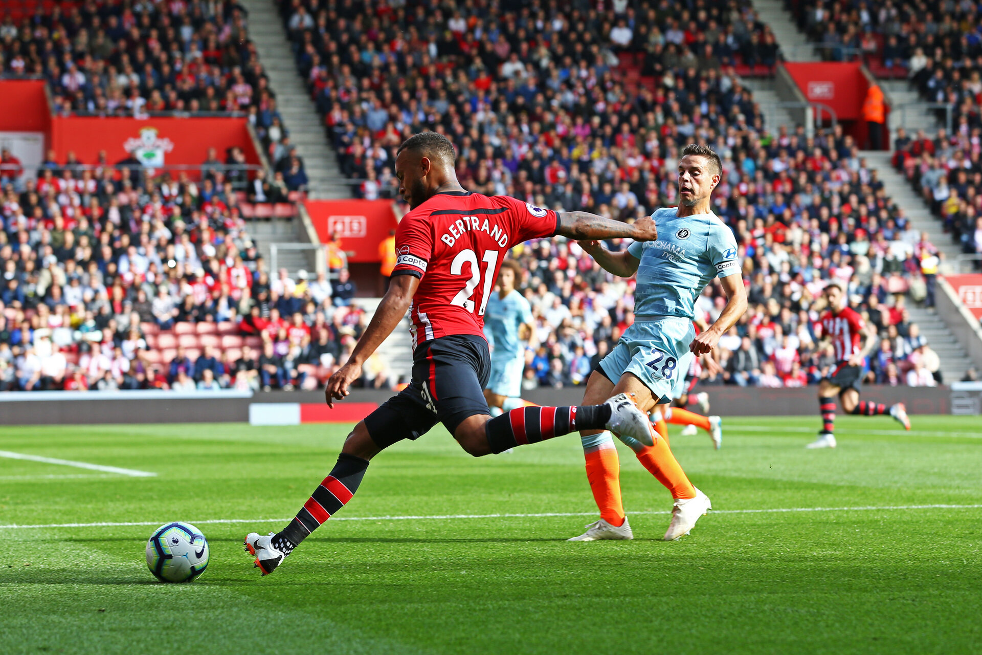 SOUTHAMPTON, ENGLAND - OCTOBER 07: Ryan Bertrand (left) of Southampton FC up against Cesar Azpilicueta (right) of Chelsea FC during the Premier League match between Southampton FC and Chelsea FC at St Mary's Stadium on October 7, 2018 in Southampton, United Kingdom. (Photo by James Bridle - Southampton FC/Southampton FC via Getty Images)