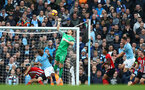 MANCHESTER, ENGLAND - NOVEMBER 04: Alex McCarthy of Southampton during the Premier League match between Manchester City and Southampton FC at Etihad Stadium on November 4, 2018 in Manchester, United Kingdom. (Photo by Matt Watson/Southampton FC via Getty Images)