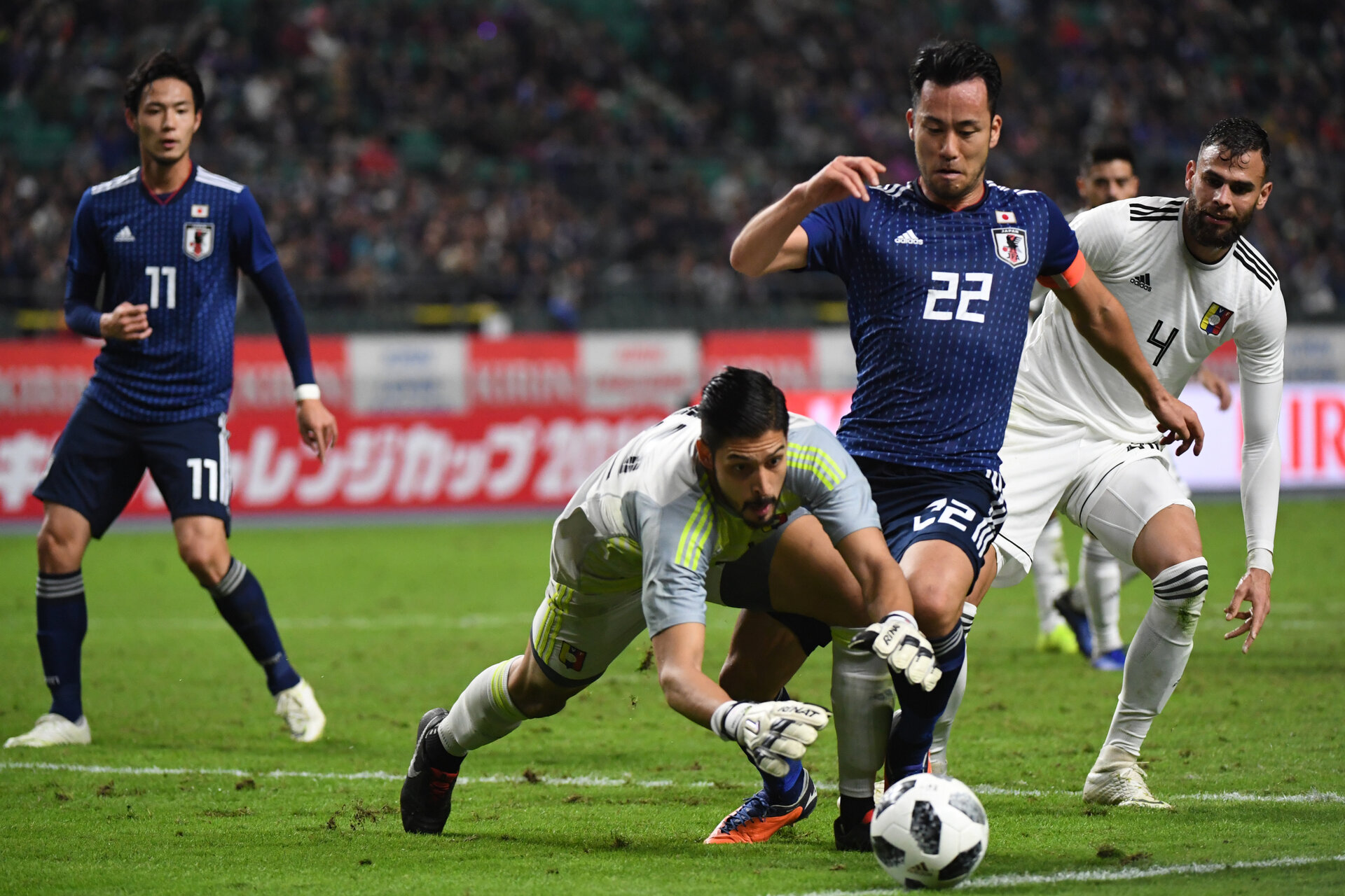 OITA, JAPAN - NOVEMBER 16: Maya Yoshida of Japan and Rafael Romo of Venezuela compete for the ball during the international friendly match between Japan and Venezuela at Oita Bank Dome on November 16, 2018 in Oita, Japan.  (Photo by Kaz Photography/Getty Images)