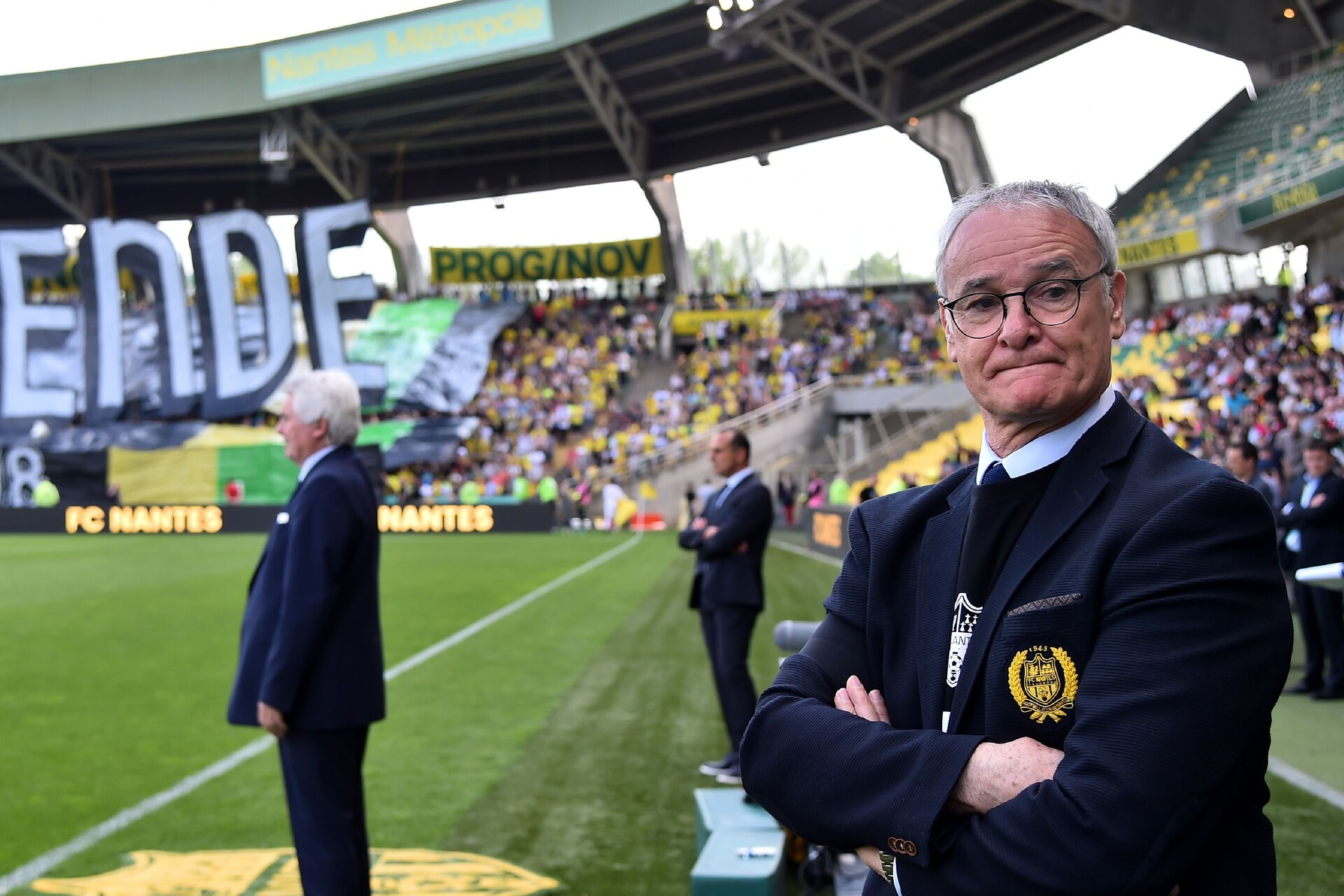 Nantes' Italian head coach Claudio Ranieri (R) looks on prior to the French L1 football match between Nantes (FC) and Montpellier (MHFC), on May 6, 2018, at the La Beaujoire stadium in Nantes, western France. - Montpellier won to Nantes 2-0. (Photo by JEAN-FRANCOIS MONIER / AFP)        (Photo credit should read JEAN-FRANCOIS MONIER/AFP/Getty Images)