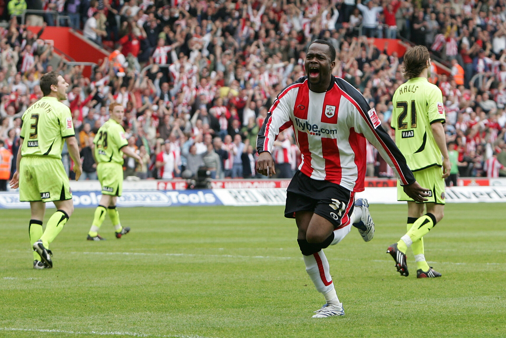 SOUTHAMPTON, UNITED KINGDOM - MAY 04:  Stern John of Southampton celebrates scoring their third and winning goal during the Coca-Cola Championship match between Southampton and Sheffield United at St Mary's Stadium on May 4, 2008 in Southampton, England.  (Photo by Christopher Lee/Getty Images)