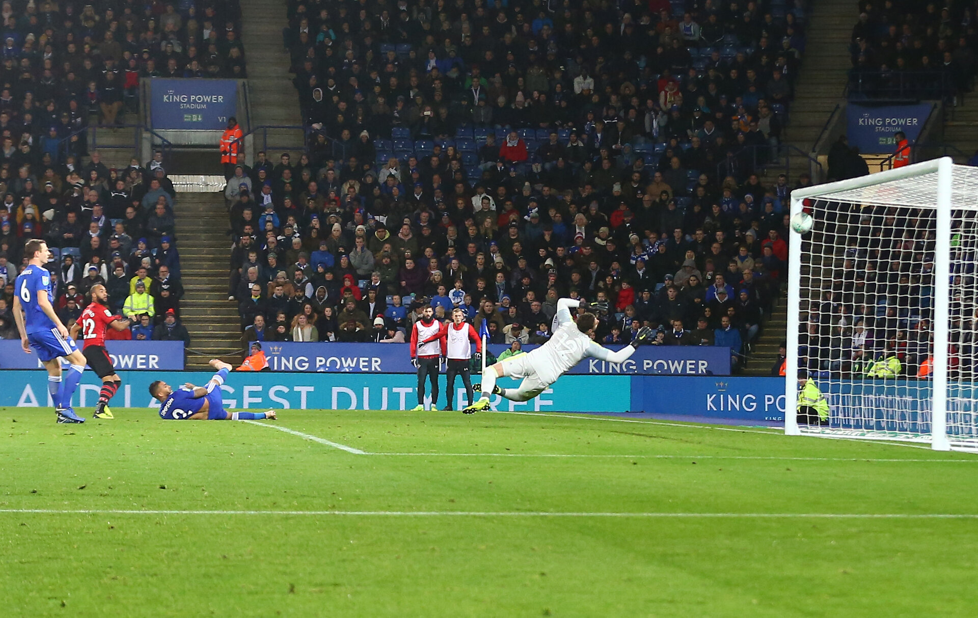 LEICESTER, ENGLAND - NOVEMBER 27: Nathan Redmond of Southampton hits the crossbar during the Carabao Cup Fourth Round match between Leicester City and Southampton at The King Power Stadium on November 27th, 2018 in Leicester, England. (Photo by Matt Watson/Southampton FC via Getty Images)