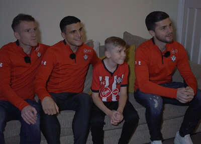 Video: Players surprise fans at Christmas