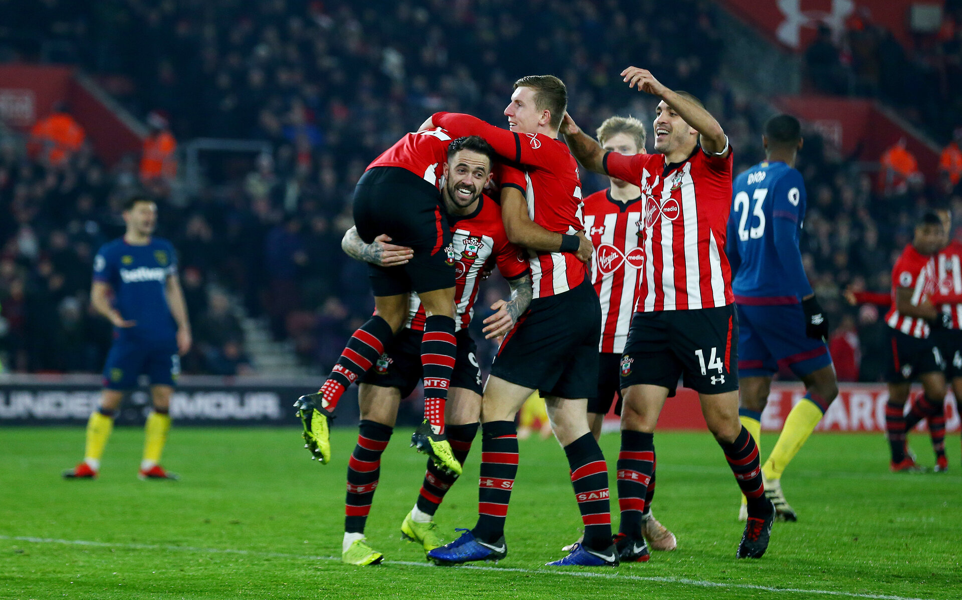 SOUTHAMPTON, ENGLAND - DECEMBER 27:  Nathan Redmond(L) of Southampton is lifted up by his team mates after opening the scoring during the Premier League match between Southampton FC and West Ham United at St Mary's Stadium on December 27, 2018 in Southampton, United Kingdom. (Photo by Matt Watson/Southampton FC via Getty Images)