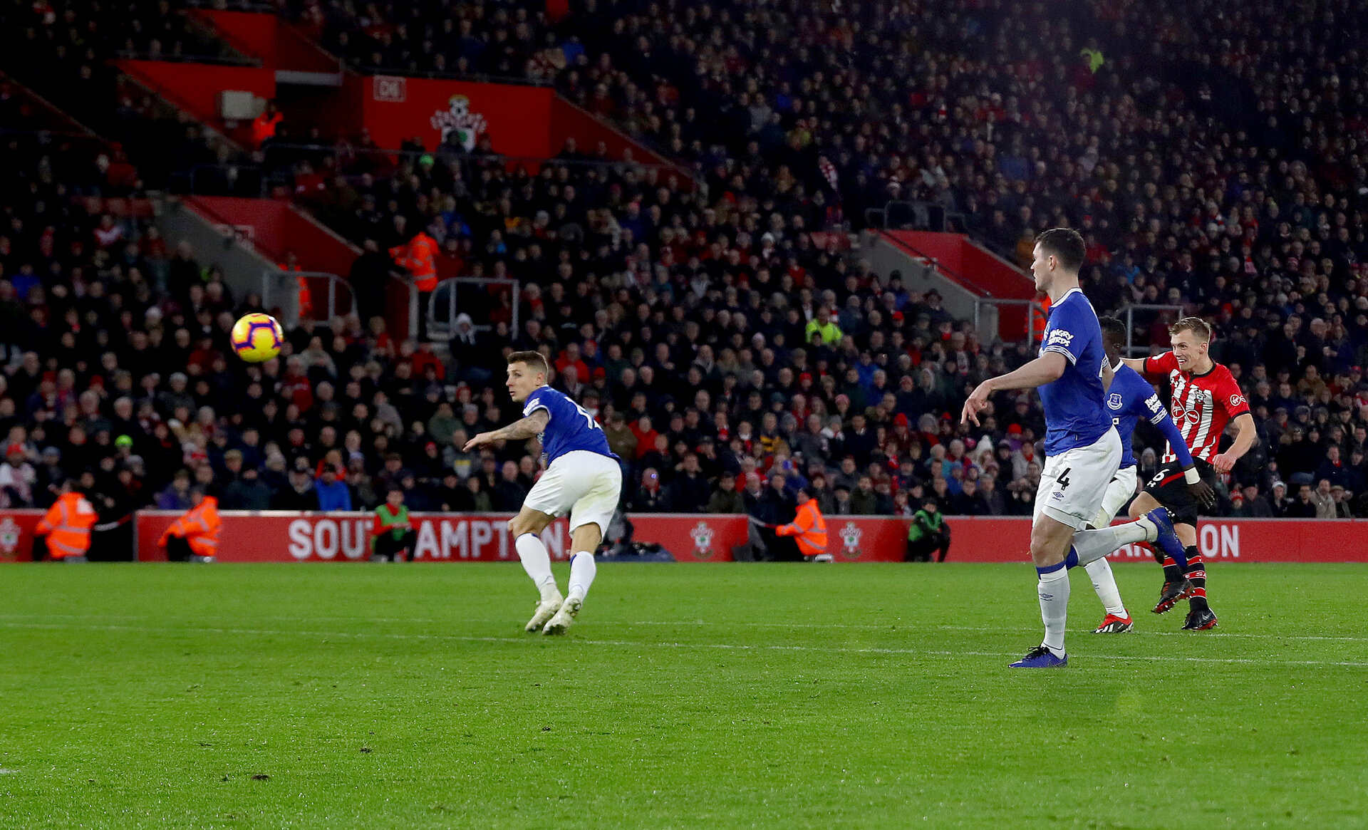 SOUTHAMPTON, ENGLAND - JANUARY 19: James Ward-Prowse(R) of Southampton see's his shot hit the back of the net to open the scoring during the Premier League match between Southampton FC and Everton FC at St Mary's Stadium on January 19, 2019 in Southampton, United Kingdom. (Photo by Matt Watson/Southampton FC via Getty Images)