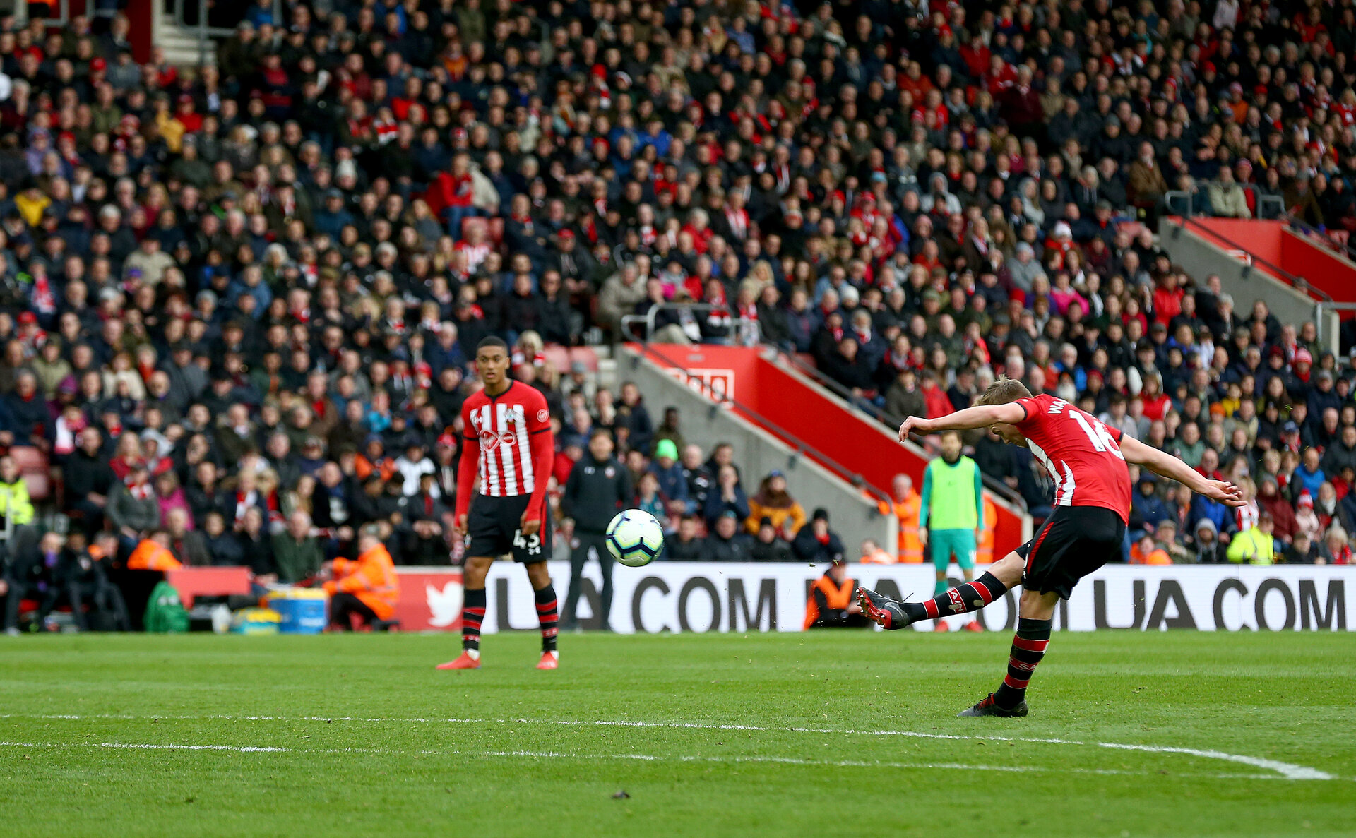 SOUTHAMPTON, ENGLAND - MARCH 09: James Ward-Prowse of Southampton scores from a free kick during the Premier League match between Southampton FC and Tottenham Hotspur at St Mary's Stadium on March 09, 2019 in Southampton, United Kingdom. (Photo by Matt Watson/Southampton FC via Getty Images)