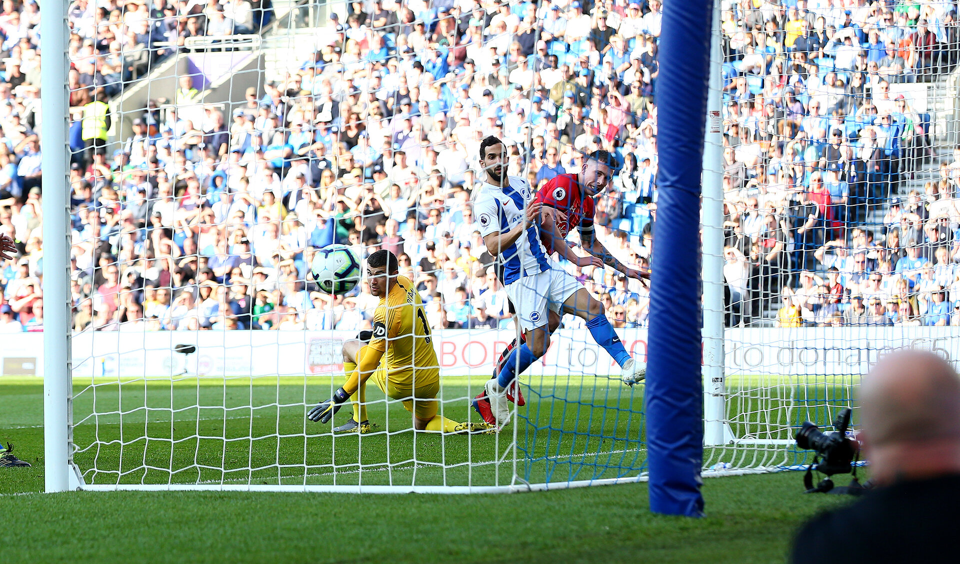 BRIGHTON, ENGLAND - MARCH 30: Pierre-Emile Hojbjerg of Southampton scores during the Premier League match between Brighton & Hove Albion and Southampton FC at American Express Community Stadium on March 30, 2019 in Brighton, United Kingdom. (Photo by Matt Watson/Southampton FC via Getty Images)