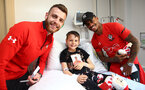 SOUTHAMPTON, ENGLAND - APRIL 17: Angus Gunn(L) and Mario Lemina as Southampton FC staff and players visit Southampton General Hospital, on April 17, 2019 in Southampton, England. (Photo by Matt Watson/Southampton FC via Getty Images)