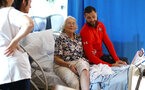 SOUTHAMPTON, ENGLAND - APRIL 17: Charlie Austin (right) of Southampton FC visits Southampton General Hospital pictured with patients and staff on April 17, 2019 in Southampton, England. (Photo by James Bridle - Southampton FC/Southampton FC via Getty Images)