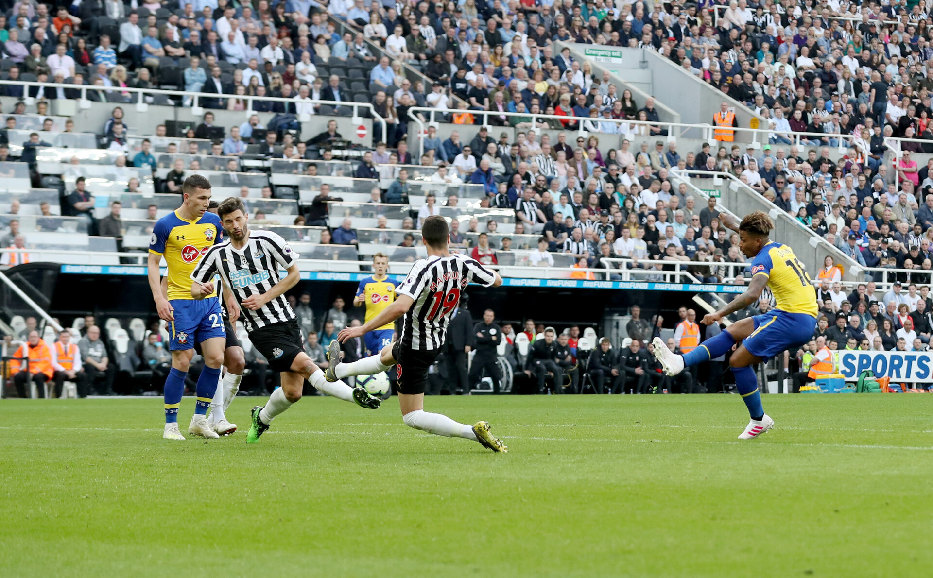 NEWCASTLE UPON TYNE, ENGLAND - APRIL 20: Mario Lemina of Southampton scores to make it 2-1 during the Premier League match between Newcastle United and Southampton FC at St. James Park on April 20, 2019 in Newcastle upon Tyne, United Kingdom. (Photo by Matt Watson/Southampton FC via Getty Images)
