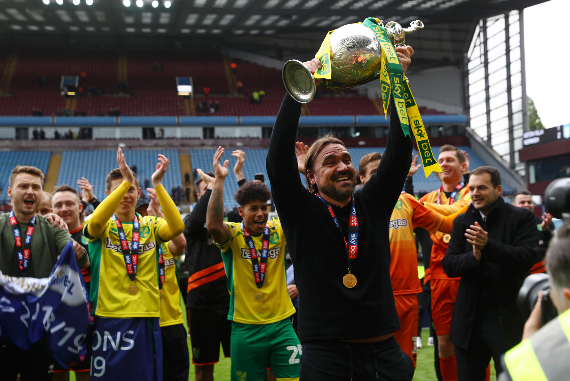 BIRMINGHAM, ENGLAND - MAY 05:  Captain Daniel Farke, Manager of Norwich City lifts the championship trophy in celebration after the Sky Bet Championship match between Aston Villa and Norwich City at Villa Park on May 05, 2019 in Birmingham, England. (Photo by Matthew Lewis/Getty Images)