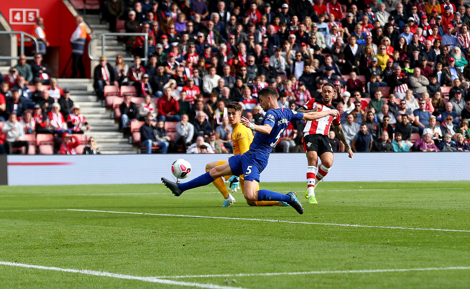 SOUTHAMPTON, ENGLAND - OCTOBER 06: Danny Ings(R) of Southampton sees his shot blocked by Jorginho of Chelsea during the Premier League match between Southampton FC and Chelsea FC at St Mary's Stadium on October 06, 2019 in Southampton, United Kingdom. (Photo by Matt Watson/Southampton FC via Getty Images)