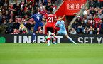 SOUTHAMPTON, ENGLAND - OCTOBER 06: Tammy Abraham(9) of Chelsea gets to the ball ahead of keeper Angus Gunn of Southampton to score during the Premier League match between Southampton FC and Chelsea FC at St Mary's Stadium on October 06, 2019 in Southampton, United Kingdom. (Photo by Matt Watson/Southampton FC via Getty Images)