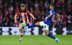 SOUTHAMPTON, ENGLAND - NOVEMBER 09: Stuart Armstrong of Southampton is challenged by Morgan Schneiderlin of Everton during the Premier League match between Southampton FC and Everton FC at St Mary's Stadium on November 09, 2019 in Southampton, United Kingdom. (Photo by Jordan Mansfield/Getty Images)