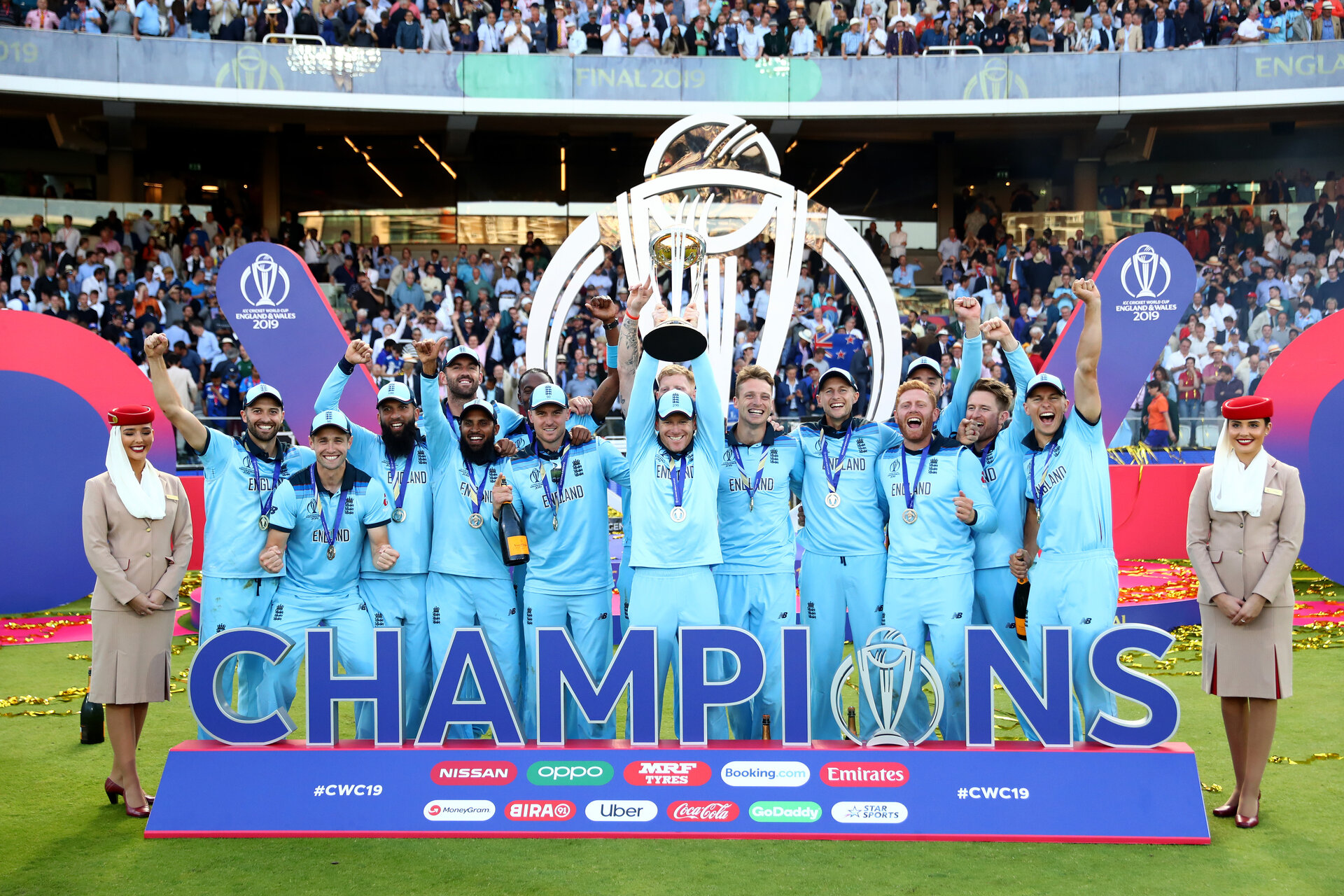 LONDON, ENGLAND - JULY 14: England Captain Eoin Morgan lifts the World Cup with the England team after victory for England during the Final of the ICC Cricket World Cup 2019 between New Zealand and England at Lord's Cricket Ground on July 14, 2019 in London, England. (Photo by Michael Steele/Getty Images)