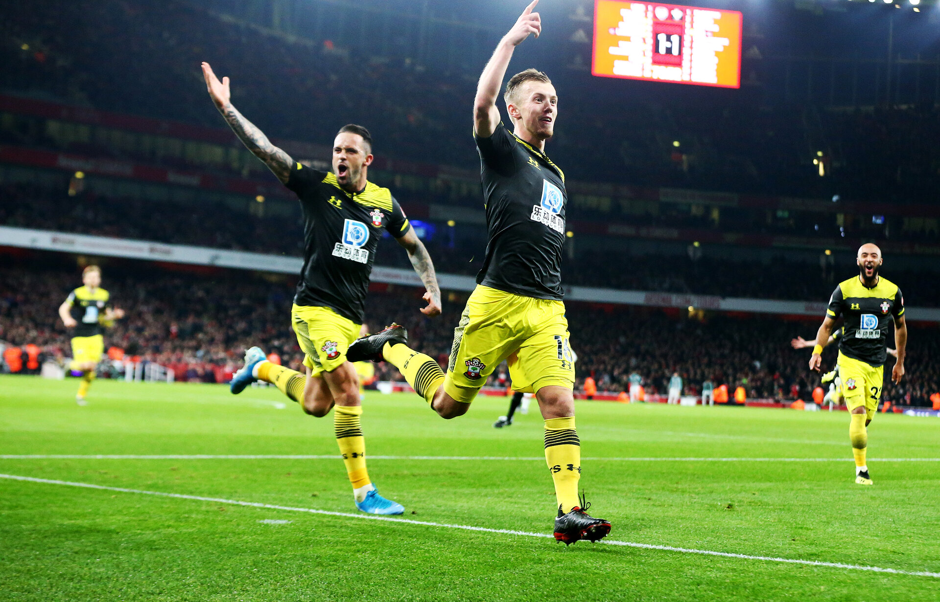 LONDON, ENGLAND - NOVEMBER 23: James Ward-Prowse(R) of Southampton celebrates after putting his team 2-1 up during the Premier League match between Arsenal FC and Southampton FC at Emirates Stadium on November 23, 2019 in London, United Kingdom. (Photo by Matt Watson/Southampton FC via Getty Images)