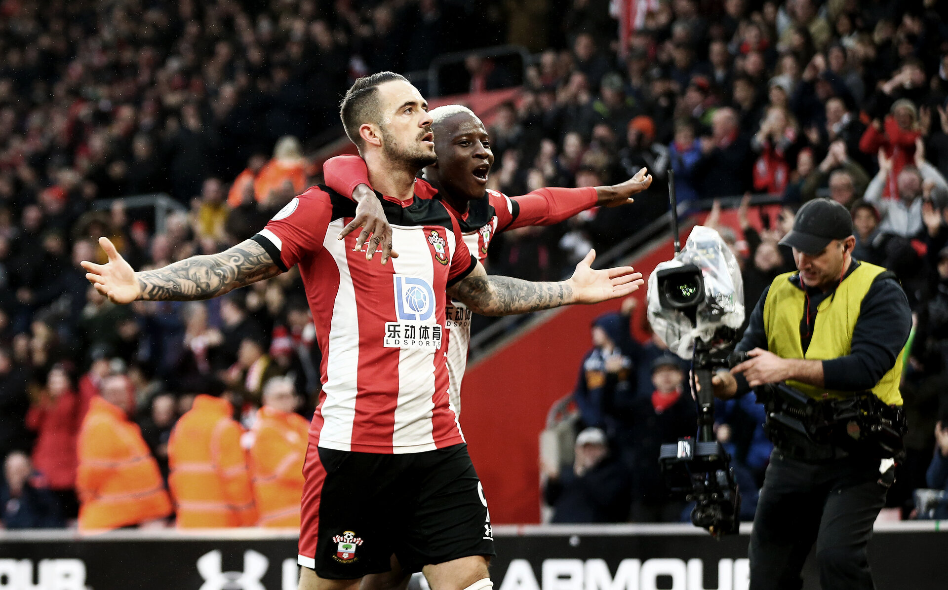 SOUTHAMPTON, ENGLAND - JANUARY 01: Danny Ings(L) of Southampton and Moussa Djenepo celebrate during the Premier League match between Southampton FC and Tottenham Hotspur at St Mary's Stadium on January 01, 2020 in Southampton, United Kingdom. (Photo by Matt Watson/Southampton FC via Getty Images)