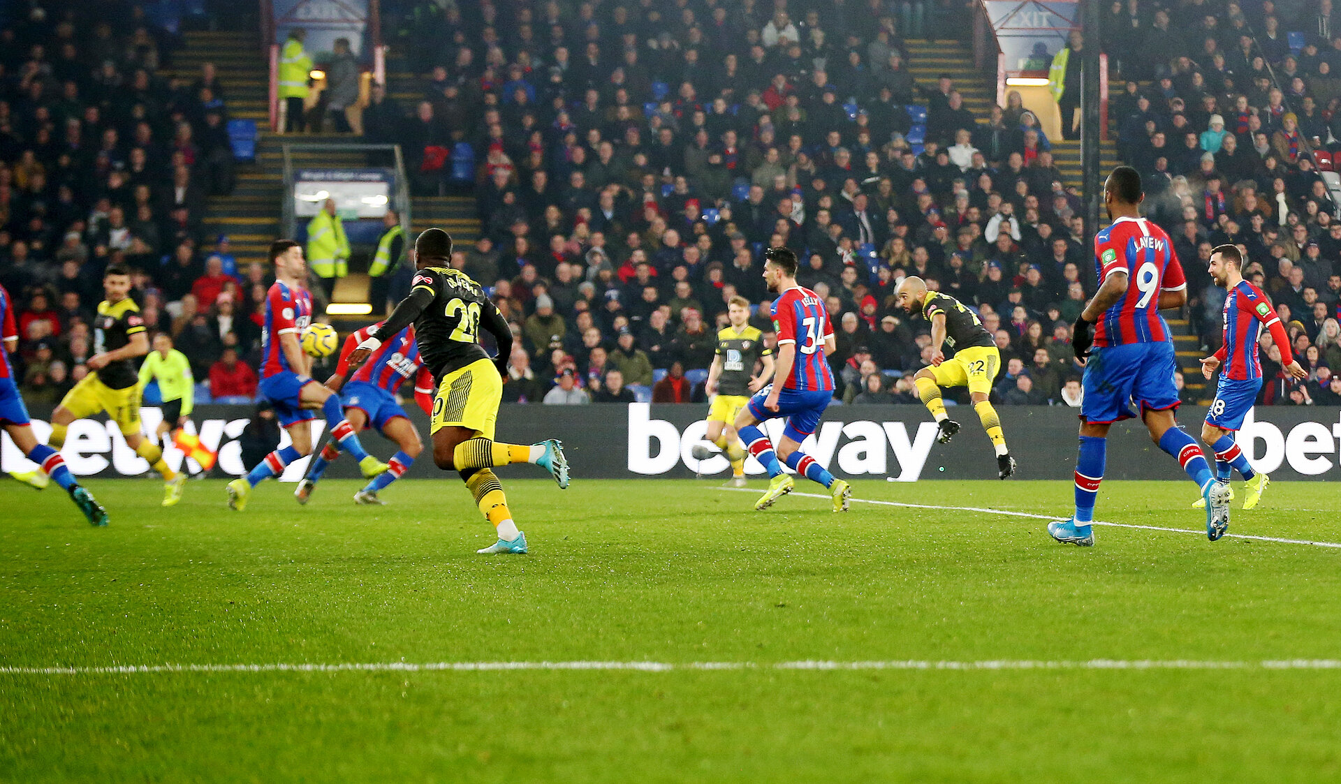 LONDON, ENGLAND - JANUARY 21: Nathan Redmond(R) of Southampton shoots and scores during the Premier League match between Crystal Palace and Southampton FC at Selhurst Park on January 21, 2020 in London, United Kingdom. (Photo by Matt Watson/Southampton FC via Getty Images)