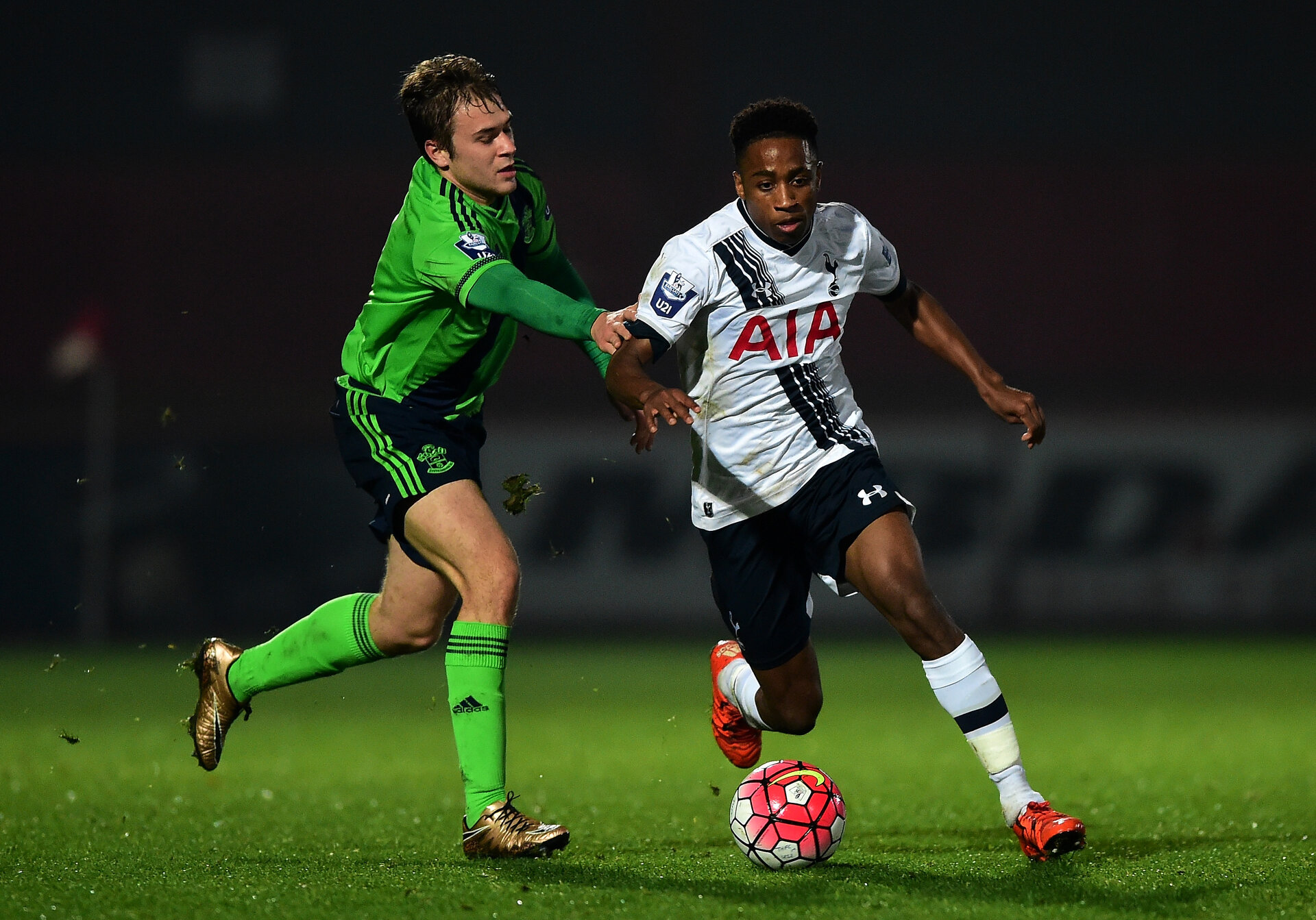 STEVENAGE, ENGLAND - DECEMBER 07:  Kyle Walker-Peters of Tottenham Hotspur (r) holds off Ryan Seager of Southampton during the Barclays U21 Premier League match between Tottenham Hotspur and Southampton at The Lamex Stadium on December 7, 2015 in Stevenage, England.  (Photo by Dan Mullan/Getty Images)