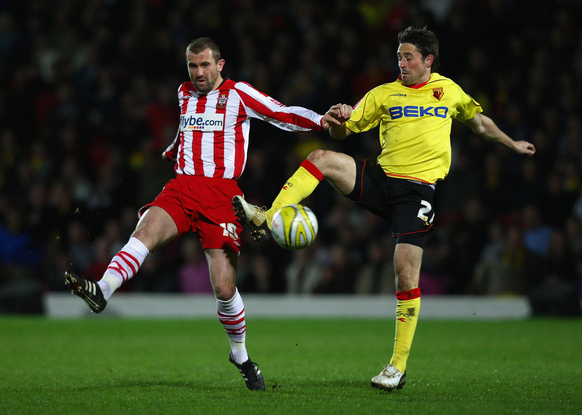 WATFORD, ENGLAND - APRIL 07:  Tommy Smith (R) of Watford competes for the ball against Paul Wotton (L) of Southampton during the Coca Cola Championship match between Watford and Southampton at Vicarage Road on April 7, 2009 in Watford, England.  (Photo by Ryan Pierse/Getty Images)