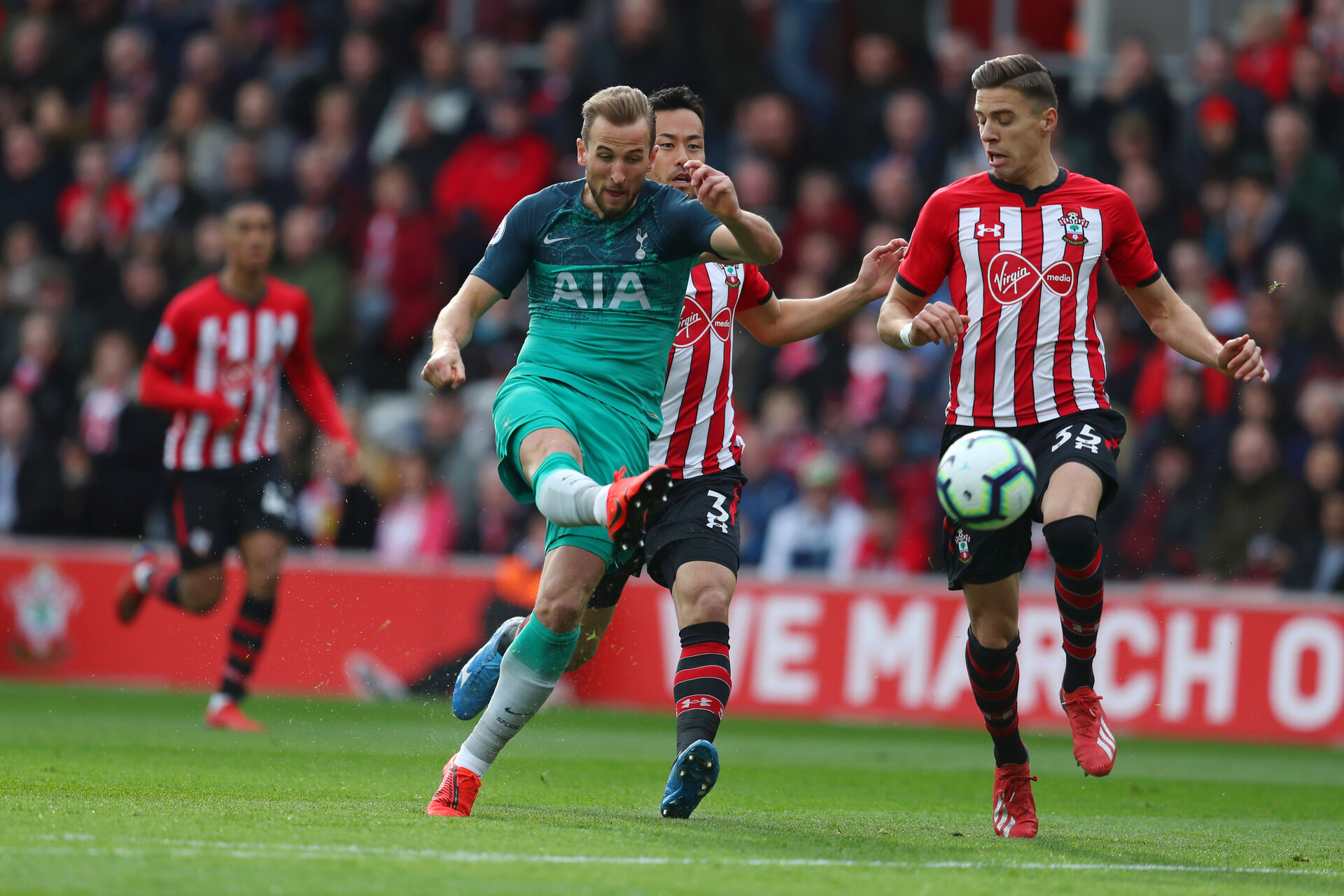 SOUTHAMPTON, ENGLAND - MARCH 09: Harry Kane of Tot tenham Hotspur shoots as he is is challenged by Jan Bednarek of Southampton during the Premier League match between Southampton FC and Tottenham Hotspur at St Mary's Stadium on March 09, 2019 in Southampton, United Kingdom. (Photo by Catherine Ivill/Getty Images)