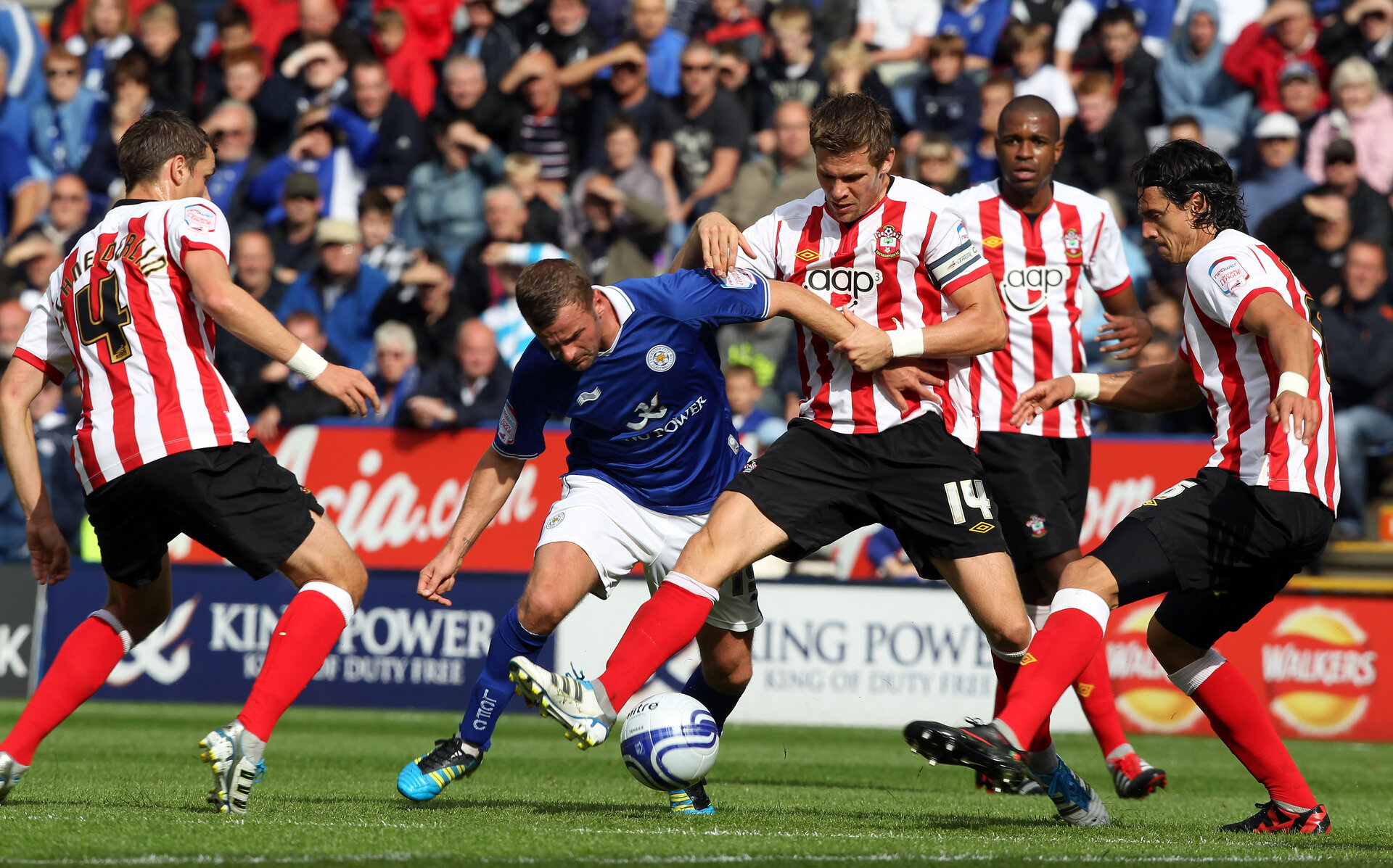 LEICESTER, ENGLAND - AUGUST 27:  Richie Wellens of Leicester is challenged by Dean Hammondl of Southampton during the npower Championship match between Leicester City v Southampton at The King Power Stadium on August 27, 2011 in Leicester, England.  (Photo by Ross Kinnaird/Getty Images)