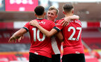SOUTHAMPTON, ENGLAND - JULY 26: Ché Adams (L) and team mates celebrate his second goal during the Premier League match between Southampton FC and Sheffield United at St Mary's Stadium on April 17, 2020 in Southampton, United Kingdom. (Photo by Chris Moorhouse/Southampton FC via Getty Images)