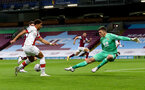 BURNLEY, ENGLAND - SEPTEMBER 26: Ché Adams (L) of Southampton passes to assist Danny Ings(obscure) for the goalduring the Premier League match between Burnley and Southampton at Turf Moor on September 26, 2020 in Burnley, United Kingdom. Sporting stadiums around the UK remain under strict restrictions due to the Coronavirus Pandemic as Government social distancing laws prohibit fans inside venues resulting in games being played behind closed doors. (Photo by Matt Watson/Southampton FC via Getty Images)