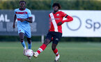 SOUTHAMPTON, ENGLAND - SEPTEMBER 26: Emmanuel Longelo (L) of West Ham and Alex Janekewitz (R) of Southampton during Premier League 2 Match between Southampton B Team and West Ham United at Staplewood Training Ground on September 26, 2020 in Southampton, England. (Photo by Isabelle Field/Southampton FC via Getty Images)