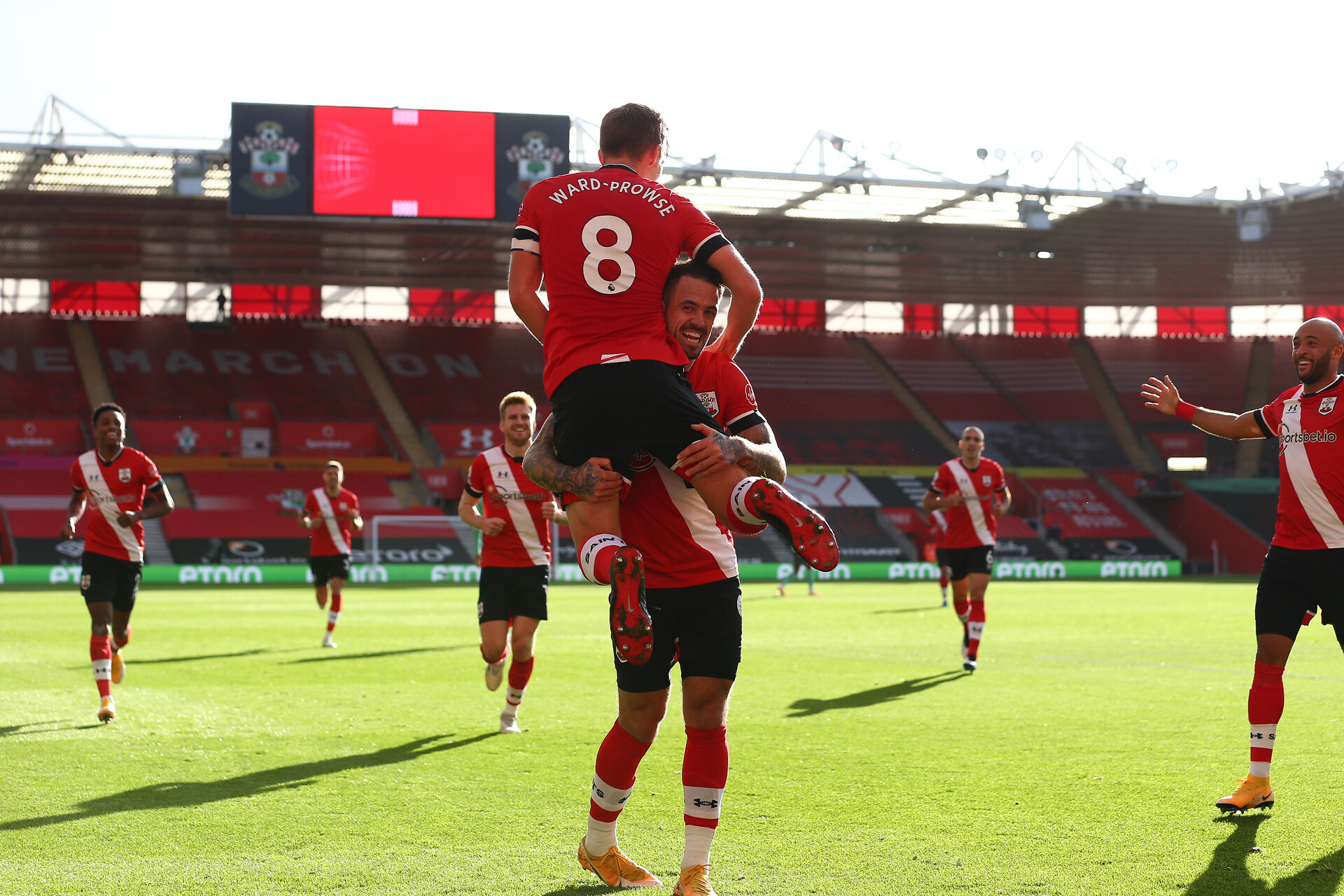 SOUTHAMPTON, ENGLAND - OCTOBER 25: James Ward-Prowse(8) of Southampton celebrates with Danny Ings during the Premier League match between Southampton and Everton at St Mary's Stadium on October 25, 2020 in Southampton, England. Sporting stadiums around the UK remain under strict restrictions due to the Coronavirus Pandemic as Government social distancing laws prohibit fans inside venues resulting in games being played behind closed doors. (Photo by Matt Watson/Southampton FC via Getty Images)