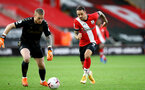 SOUTHAMPTON, ENGLAND - OCTOBER 25: Danny Ings(R) of Southampton closes down Jordan Pickford(L) of Everton during the Premier League match between Southampton and Everton at St Mary's Stadium on October 25, 2020 in Southampton, England. Sporting stadiums around the UK remain under strict restrictions due to the Coronavirus Pandemic as Government social distancing laws prohibit fans inside venues resulting in games being played behind closed doors. (Photo by Matt Watson/Southampton FC via Getty Images)