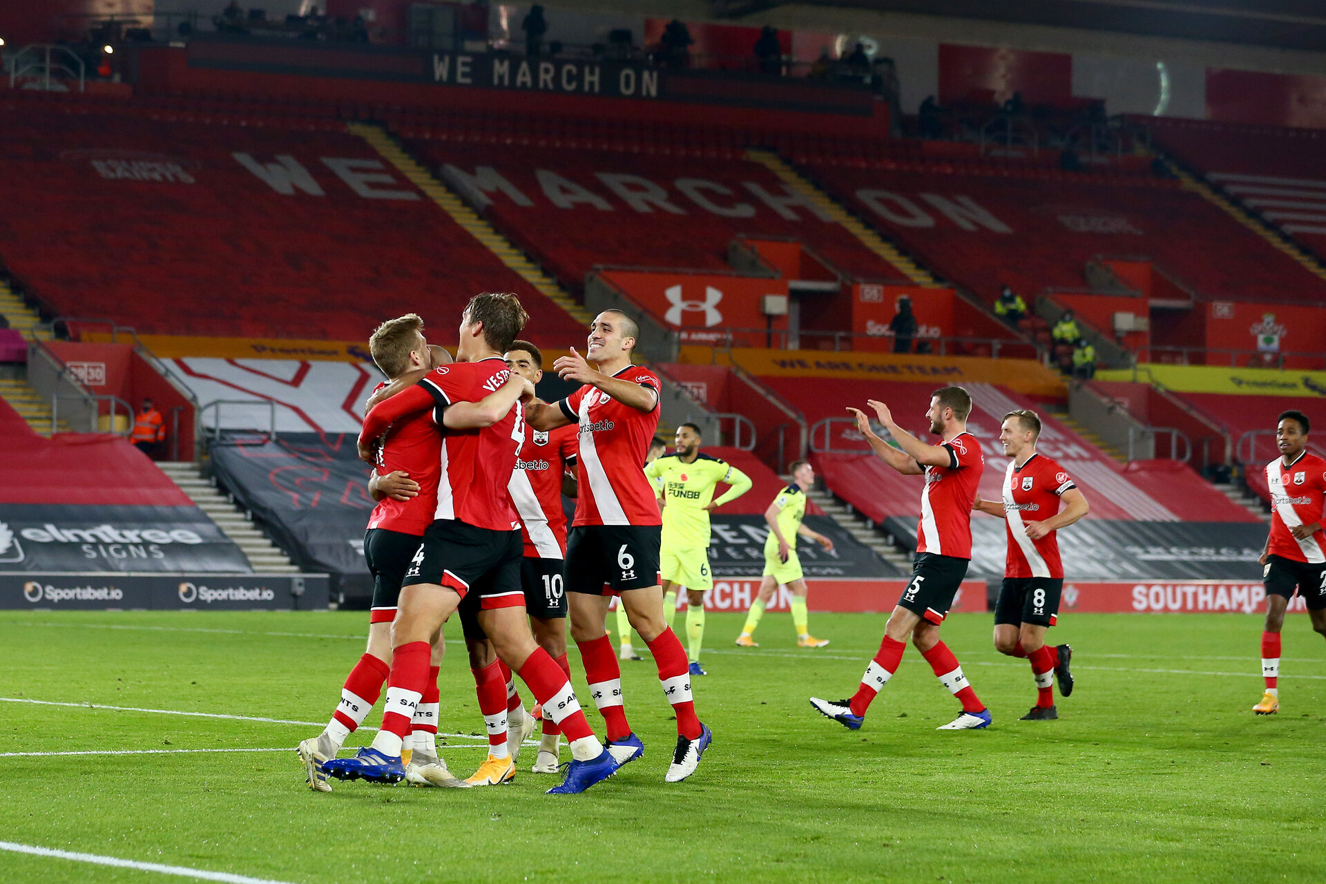 SOUTHAMPTON, ENGLAND - NOVEMBER 06: Southampton players celebrates Stuart Armstrong goal with him during the Premier League match between Southampton and Newcastle United at St Mary's Stadium on November 06, 2020 in Southampton, England. Sporting stadiums around the UK remain under strict restrictions due to the Coronavirus Pandemic as Government social distancing laws prohibit fans inside venues resulting in games being played behind closed doors. (Photo by Matt Watson/Southampton FC via Getty Images)