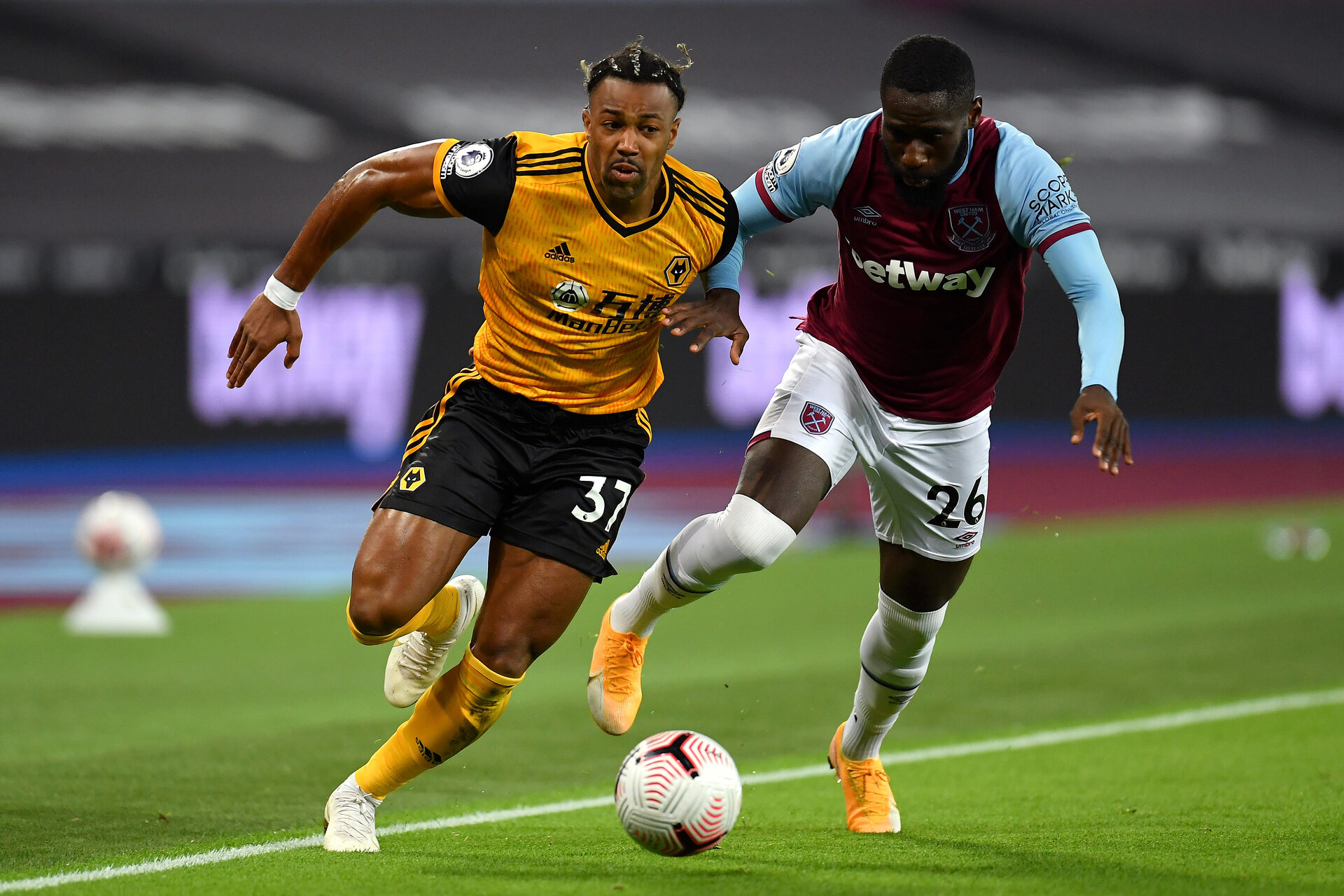 LONDON, ENGLAND - SEPTEMBER 27: Adama Traore of Wolverhampton Wanderers takes on Arthur Masuaku of West Ham United during the Premier League match between West Ham United and Wolverhampton Wanderers at London Stadium on September 27, 2020 in London, England. Sporting stadiums around the UK remain under strict restrictions due to the Coronavirus Pandemic as Government social distancing laws prohibit fans inside venues resulting in games being played behind closed doors. (Photo by Justin Setterfield/Getty Images )