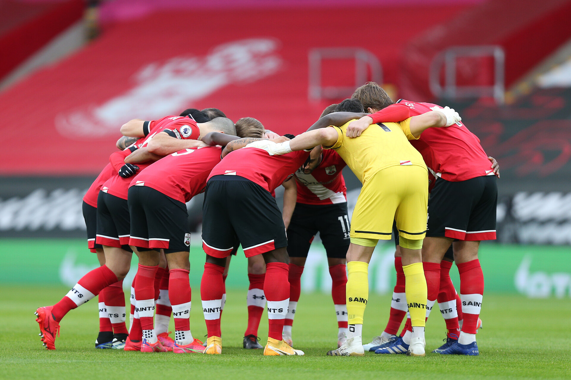 SOUTHAMPTON, ENGLAND - FEBRUARY 20: Southampton players huddle ahead of the Premier League match between Southampton and Chelsea at St Mary's Stadium on February 20, 2021 in Southampton, England. Sporting stadiums around the UK remain under strict restrictions due to the Coronavirus Pandemic as Government social distancing laws prohibit fans inside venues resulting in games being played behind closed doors. (Photo by Matt Watson/Southampton FC via Getty Images)