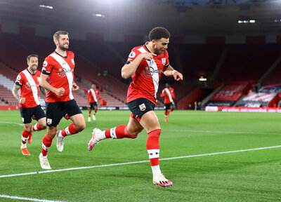 Saints storm back to beat Palace