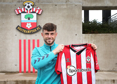 Ferry signs new contract ahead of Crawley loan