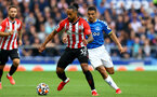 LIVERPOOL, ENGLAND - AUGUST 14: Theo Walcott(L) of Southampton and Allan(R) of Everton during the Premier League match between Everton  and  Southampton at Goodison Park on August 14, 2021 in Liverpool, England. (Photo by Matt Watson/Southampton FC via Getty Images)