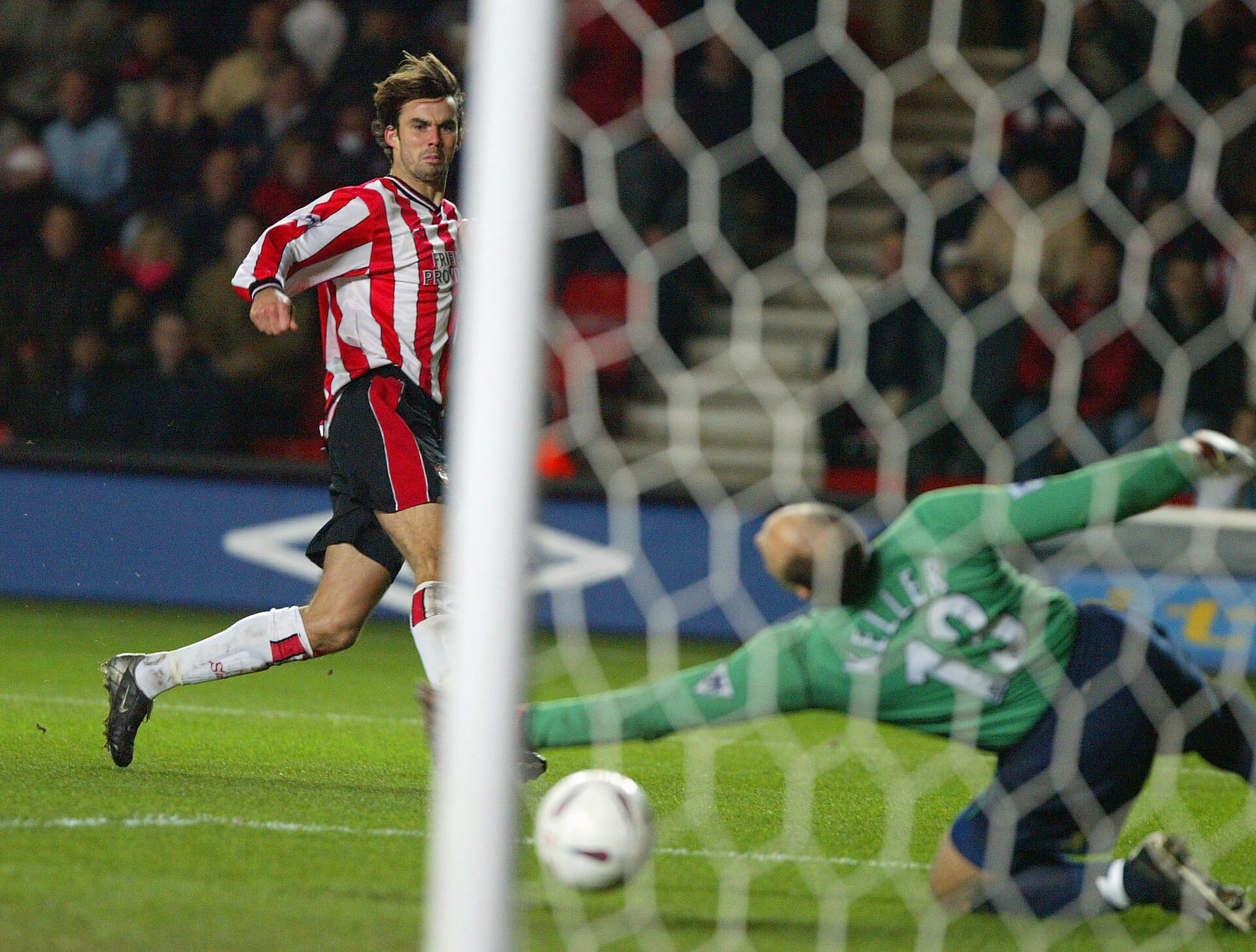 SOUTHAMPTON - JANUARY 4:  Jo Tessem of Southamton blasts the ball past Kasey Keller of Tottenham during the FA Cup 3rd Round  match between Southampton and Tottenham Hotspur at the St. Mary's Stadium in Southampton, England on January 4, 2003. (Photo by Mike Hewitt/Getty Images)